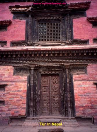 CARTOON Tür in Nepal